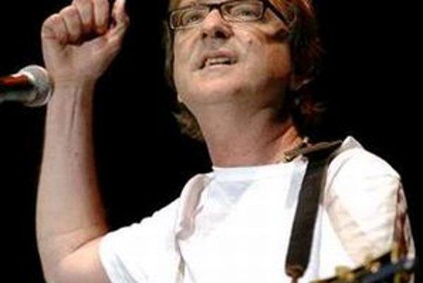 Miroslav Žbirka (1952) - spevák a skladateľ. Začínal ako člen skupiny Modus. V roku 1981 sa vydal na sólovú dráhu. O rok sa stal prvým slovenským Zlatým slávikom. Nasledovala ďalšia zlatá Bratislavská lýra za pieseň Nechodí a ponuka nemeckých producentov