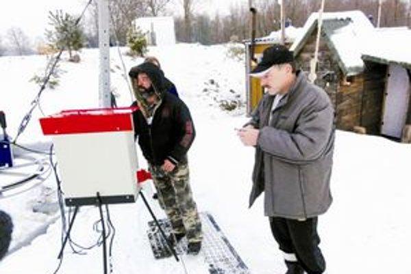 Starosta Čiech so svojimi ľuďmi túto sezónu ešte lyžiarsky vlek nespustil.
