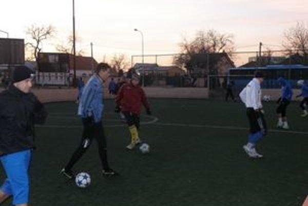 Záber z tréningu futbalistov FKM.
