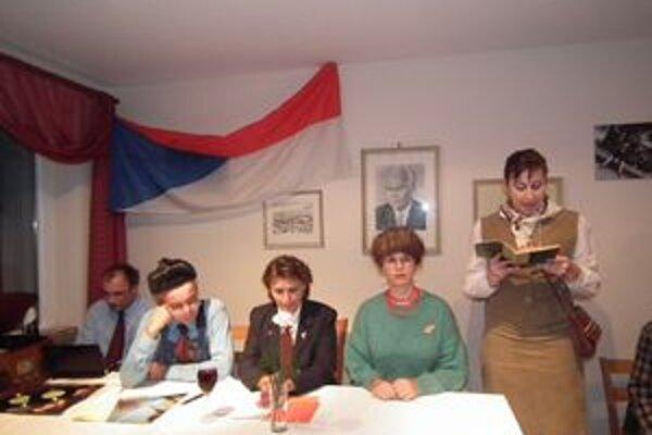 Recesia v Bánove: Stranícka schôdza v predvečer 17. novembra.