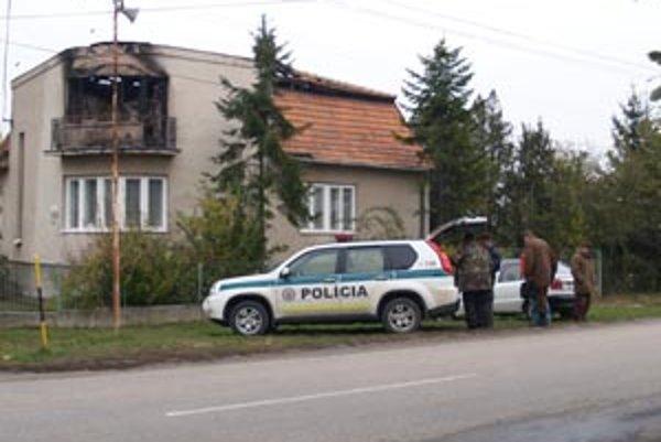 Ľubica Burdová kladie požiar do súvisu s pondelkovým zastupiteľstvom, poslanec Národnej rady Kovarčík zas s predvolebnou kampaňou.