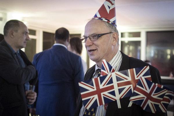 Stúpenci brexitu oslavujú.