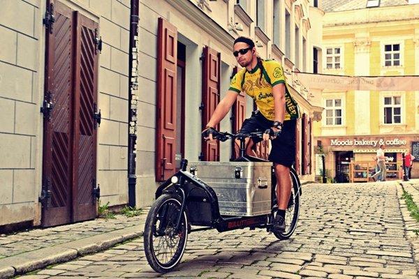 Šimon Krošlák začínal kariéru ako bežný cyklokuriér.