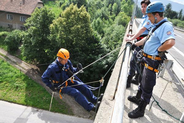 Výcvik lezeckej skupiny hasičov.
