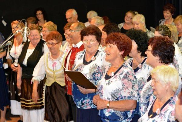 Spevácke skupiny sa stretli v Dolných Vesteniciach.