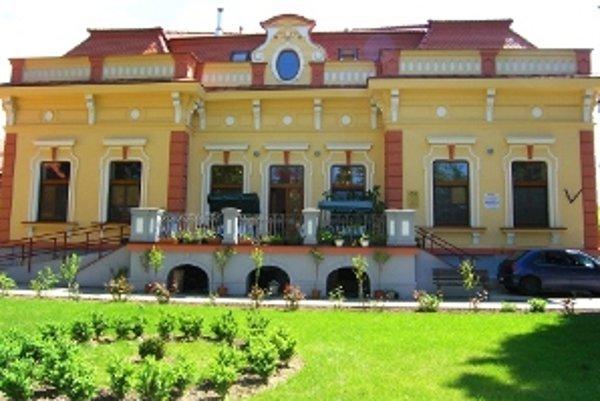 """Názov pamiatky: Dom sociálnych služieb <br/>Adresa pamiatky: Sládkovičova 452, 953 01 Zlaté Moravce <br/><p><a href=""""http://www.spp.sk/spp-pre-buducnost/obnovme-si-svoj-dom/"""" target=""""_blank"""">Interaktívna mapa</a></p>"""