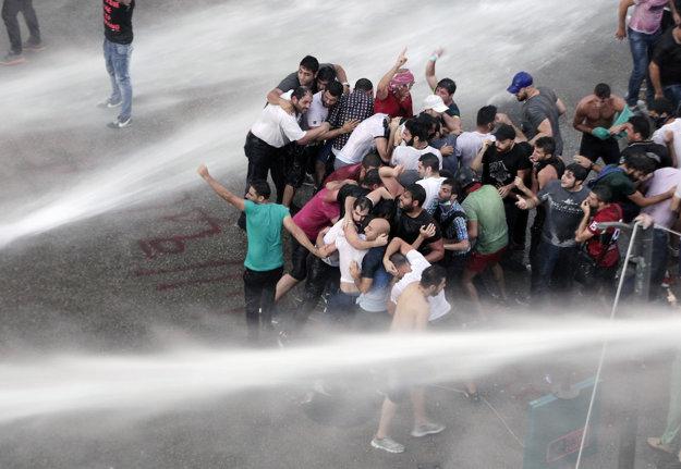 Libanon - protesty pre krízu s odpadom