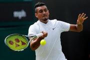 Nick Kyrgios zápas prvého kola vo Wimbledone zvládol.