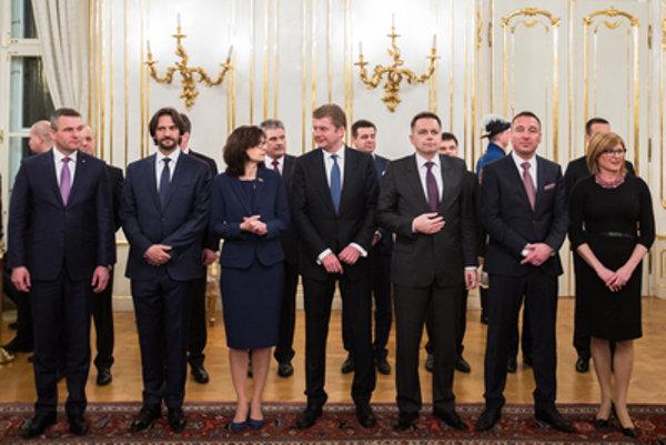 Ministri zverejnili svoje majetky aj zárobky za vlaňajší rok.