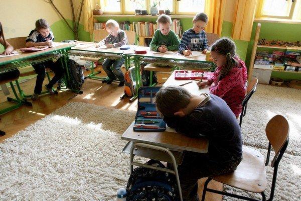 Škola nedostatky, ktoré si deti prinesú z domu, nevie vynahradiť.