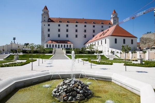 Turistov priťahuje aj dominanta Bratislavy - Bratislavský hrad.