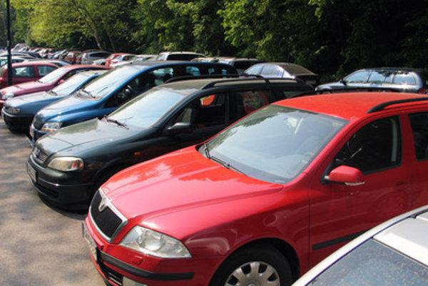 Verejná ponuka na vyhradené parkovacie miesta je v mestskej časti aktuálna každý polrok. ILUSTRAČNÉ FOTO