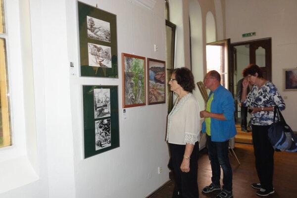 Výstava Kroměříž vo farbe, svetle a umení II. v synagóge potrvá do konca augusta.