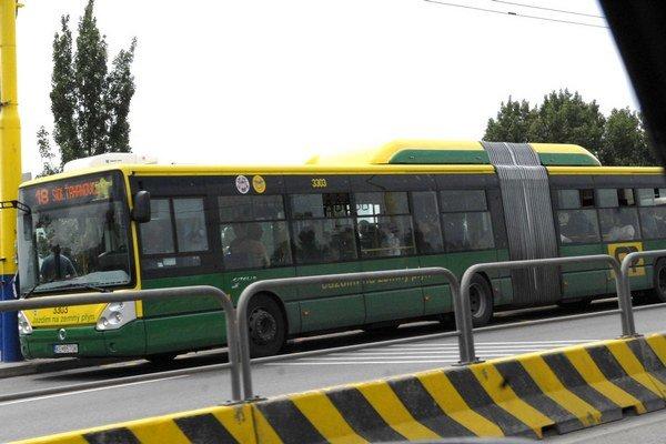 Plynový Citelis. Tento autobus aj ďalších deväť z roku 2009 nejazdí, lebo nemá v poriadku papiere.