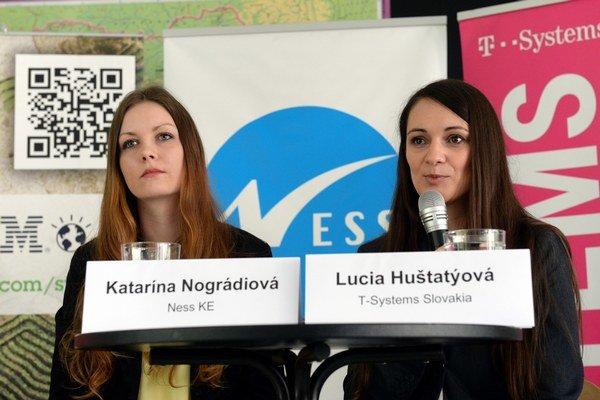 Zľava Katarína Nográdiová z Ness KE a Lucia Huštatýová z T-Systems Slovakia.