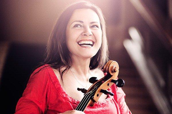 Michaela Fukačová. Patrí k najlepším českým violončelistkám.