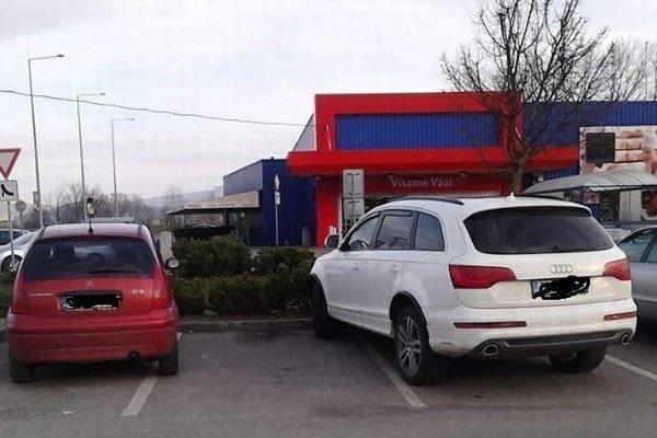 Ako by sa parkovať nemalo. Príčinou je nevedomosť, nedostatok skúseností či nerešpektovanie pravidiel.