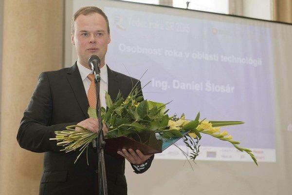 Ocenený vedec. Víťaz kategórie Osobnosť roka v oblasti technológií Daniel Šlosár.