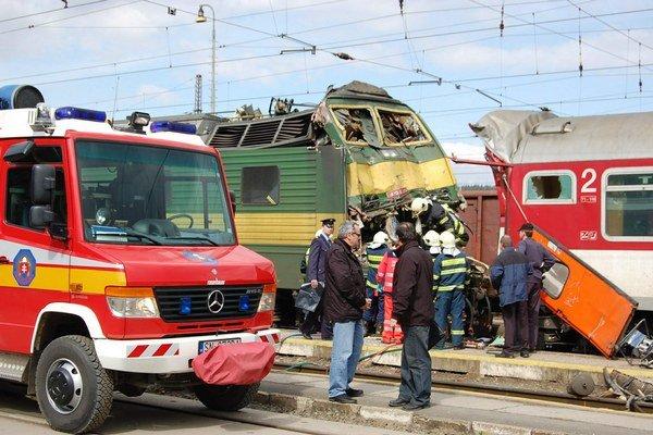 Železničné nešťastie. Vyžiadalo si tri obete.
