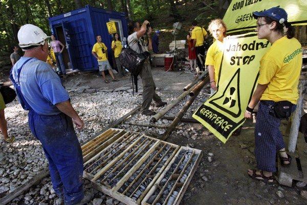 Aktivisti z Greenpeace v minulosti takto blokovali prieskumné vrty na Jahodnej.