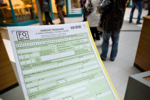 Aj tí, čo platia dane radi, najskôr musia pretrpieť boj s byrokraciou.