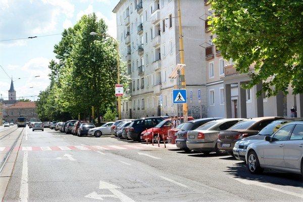 Nové parkovacie miesta. Podľa EEI ich pribudne 1500. Do júla to má byť zatiaľ zhruba 520.