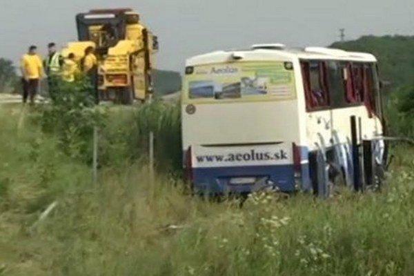 Havarovaný slovenský autobus.