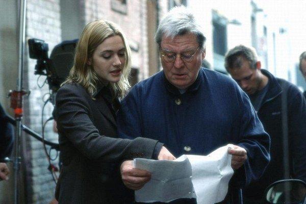 Alan Parker pri práci. Okrem Kate Winslet nakrúcal s mnohými slávnymi hviezdami.