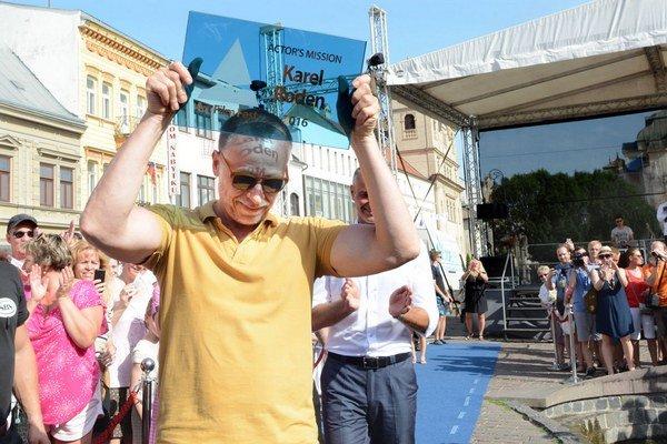 Chodník slávy má prvých laureátov. K Lazarovi Ristovskemu pridal tabuľku so svojim menom aj Karel Roden. Košice ma rád pre pohodu a atmosféru.