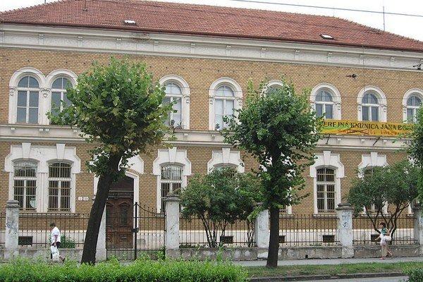 Vo verejnej knižnice Jána Bocatia a ukrýva množstvo zaujímavých aj historických materiálov.
