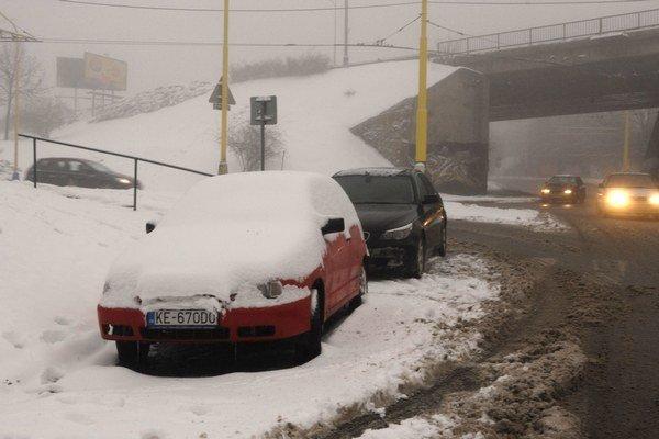 Zima 2012. Spomínajú na ňu už len snehoví fajnšmekri.