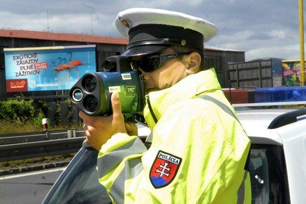 Polícia sprísni kontroly. Na vodičov budú poľovať moderné radary.