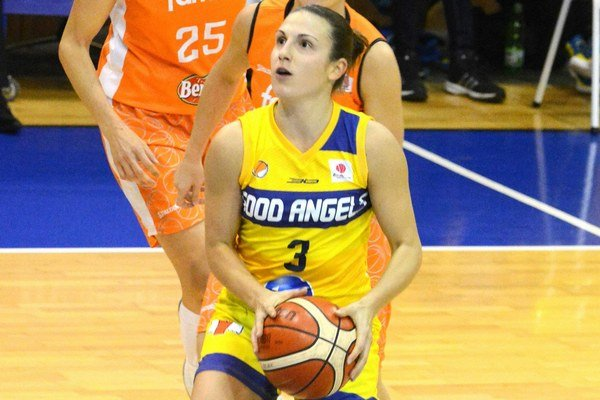 Basketbalistka. Opora Good Angels Teja Oblaková.