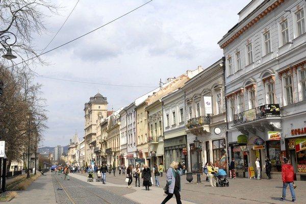 Leto vo februári? V Košiciach bolo včera rovnako teplo ako 25. júna 2015.