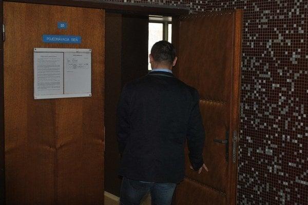 Róbert Okoličány v piatok na súde. Pred senátom tvrdil, že je nevinný.