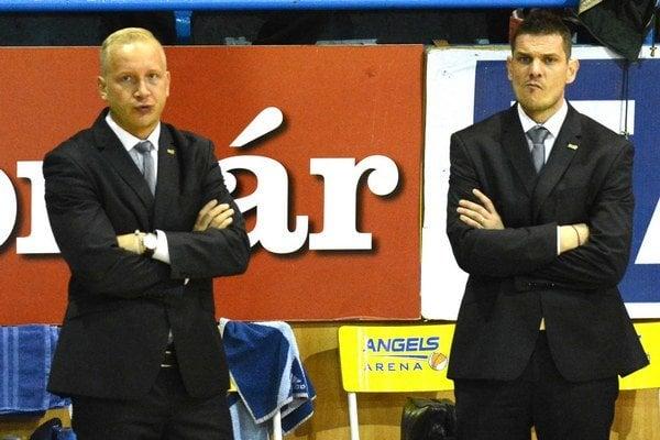 Asistent strieda hlavného trénera. M. Kováčika (vľavo) nahradil P. Jankovič.