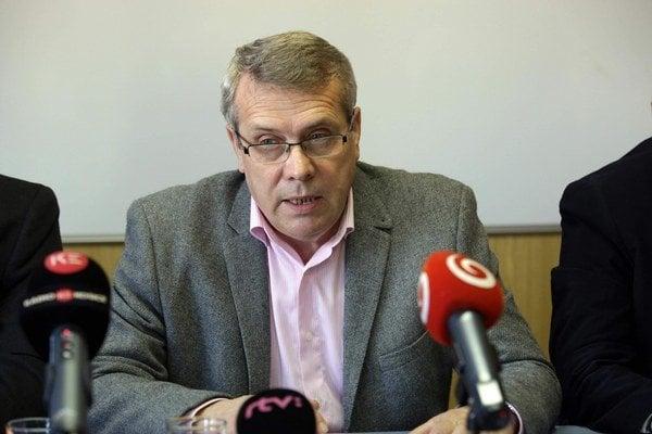 Mikuláš Hintoš. Šéf železiarenských odborov na včerajšej tlačovej konferencii.