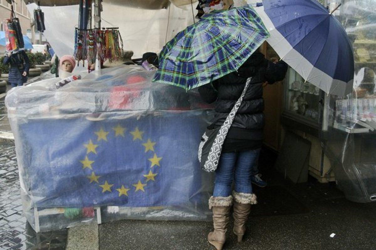 Kurz eura klesá. Kvôli situácii v Grécku - Ekonomika SME