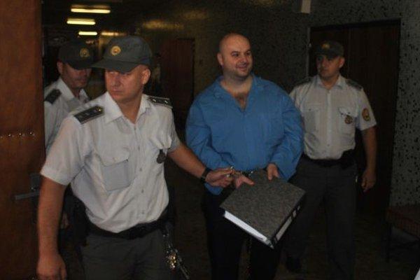 Braňo Adamčo sa dnes počas príchodu na súd usmieval.