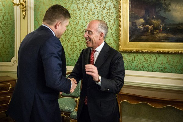Premiér Robert Fico a generálny riaditeľ Enelu Francesco Starace.