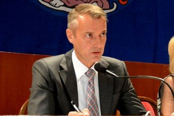 Primátor Richard Raši. Petíciu za jeho odvolanie prerušili.
