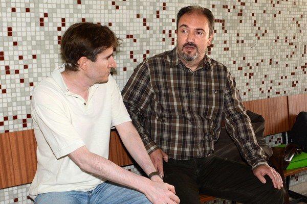 Tibor Kollár. Kollára (vpravo) prišiel na súd podporiť aj mestský poslanec Oto Žarnay.