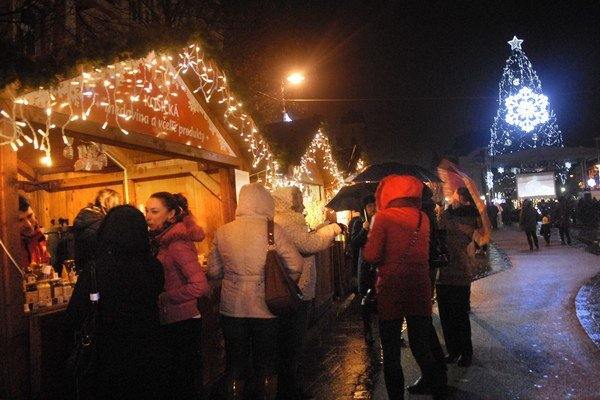 Vianočné či adventné. Za trhmi v Košiciach nemusíte cestovať ďaleko.