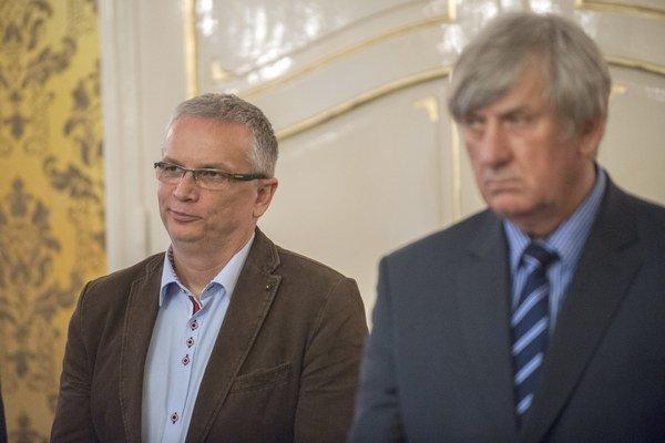 Generálny riaditeľ spoločnosti Váhostav Marián Moravčík (vľavo) a predseda Slovenského živnostenského zväzu Stanislav Čižmárik.