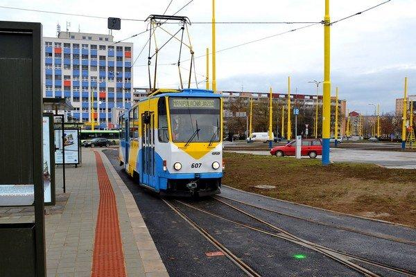 Električky. Kedy budú voziť cestujúcich v centre mesta, nevedno.