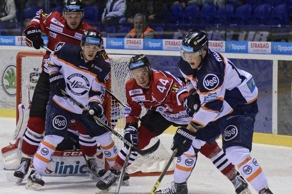 Aj na Štedrý deň si obujú korčule, lebo 26. decembra hrajú v Piešťanoch. Hokejisti HC Košice si tento rok užijú menej vianočného času, keďže najvyššia súťaž sa hrá i na Štefana.