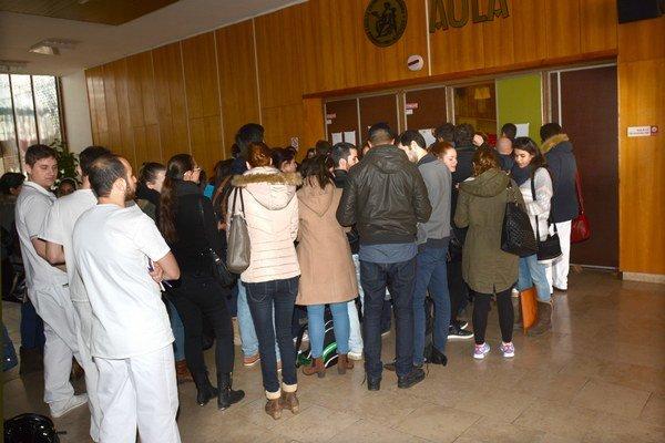 Voľby do senátu fakulty. Už pri nich sa študenti sťažovali na zahraničného poradcu.