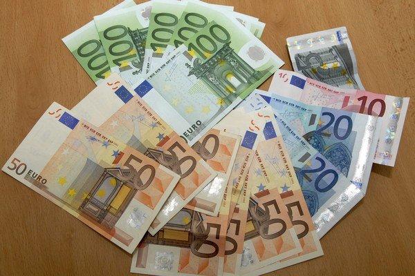 Eurá. Na Slovensku sa najčastejšie stretnete s falošným eurom.