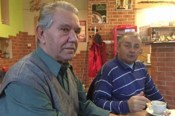 Čerstvý oslávenec Ján Husár (vľavo) sa cíti lepšie medzi mladšími športovými nadšencami, ako na zábere pri pravidelnej rannej kávičke s lyžiarskym bežcom Ladislavom Popovičom.
