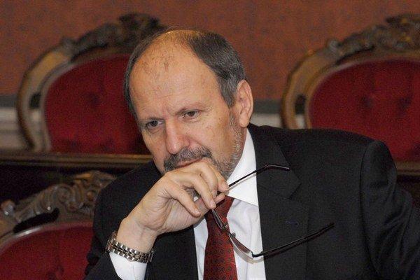 Exprimátor František Knapík. Tvrdí, že o problémoch s tendrom nevedel, no pochybenie úradníkov nevylučuje.